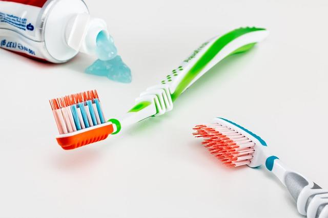 Szczoteczki i pasta do zębów