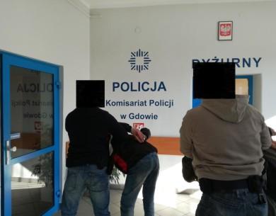 Areszt i dozór dla sprawców wymuszenia rozbójniczego w Gdowie